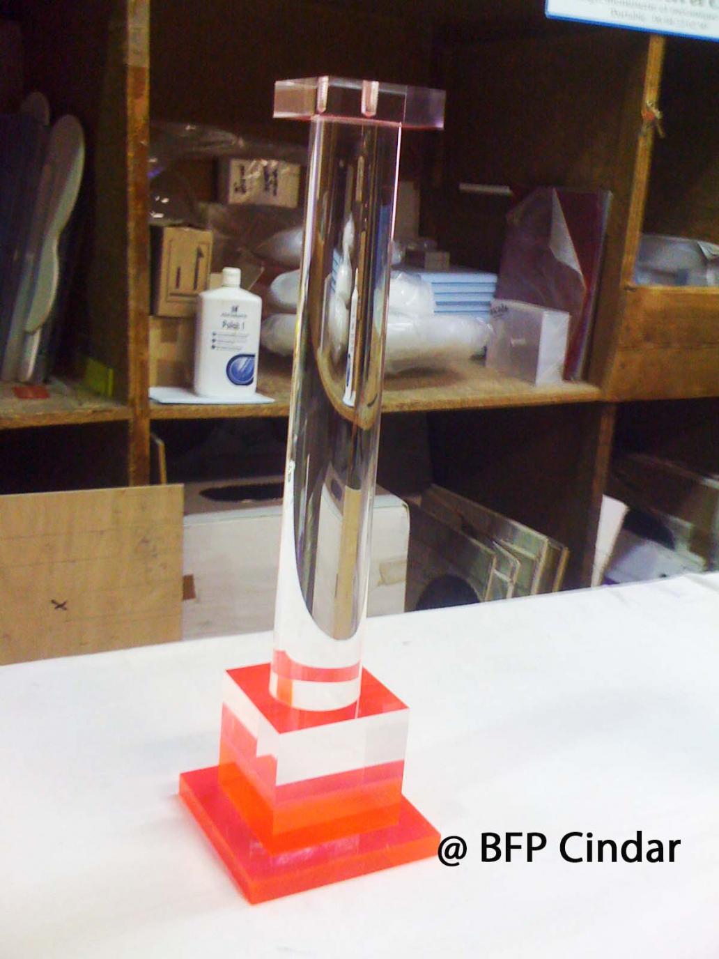 Pied de lampe en plexiglas